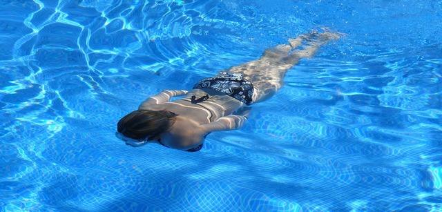 Когда можно плавать в бассейне после родов?