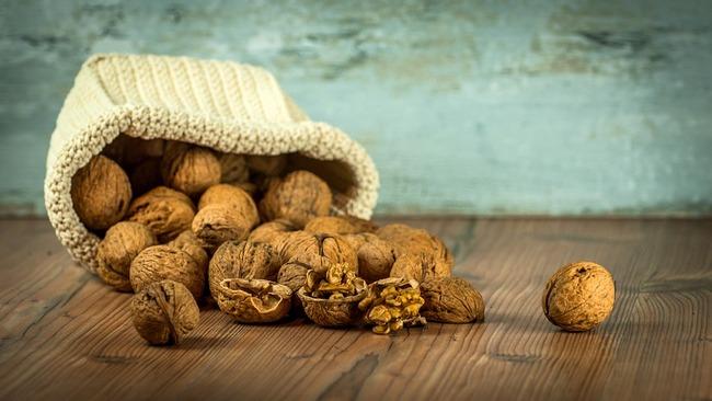 Можно ли есть грецкие орехи при грудном вскармливании Комаровский