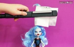 Выпрямляем кукле волосы