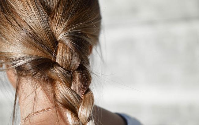 Волосы лезут клоками после родов: что делать, чем лечить, как восстановить