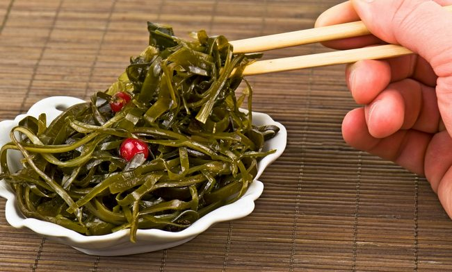 Можно ли кушать морскую капусту кормящей маме (при грудном вскармливании)?