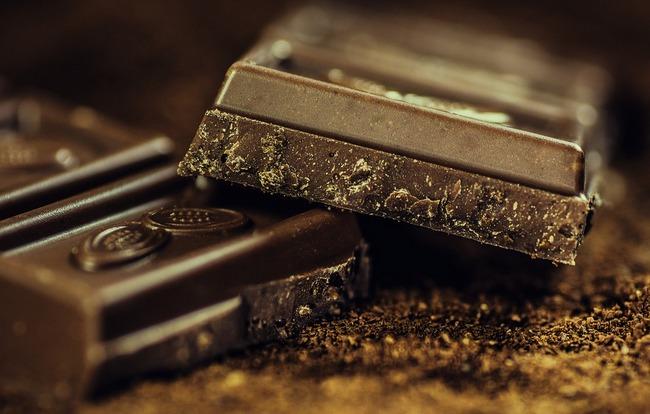 Когда можно кушать шоколад кормящей маме (при гв): белый, горький