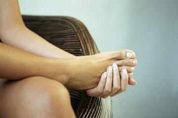 По каким причинам могут вылезти вены на ногах при беременности, и как от них избавиться?