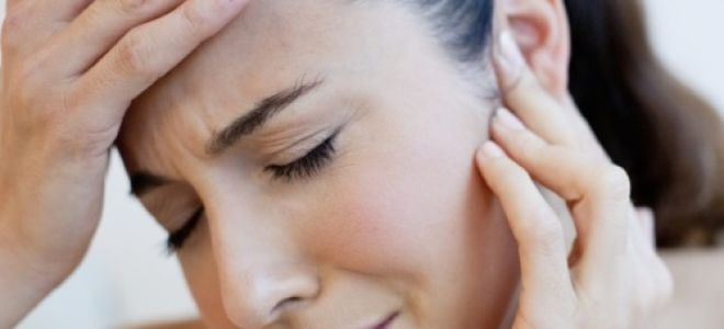 Почему болит за ухом справа