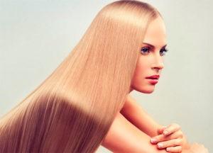 Девушка с красивым длинными волосами