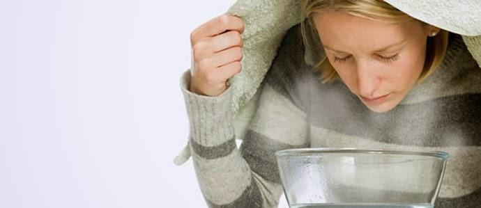 проведение паровых ингаляций со сборами розмарина или ромашки