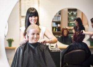 Тонкости обучения кератиновому выпрямлению волос