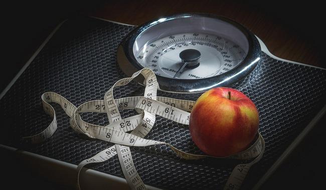 Когда, как уходит и сколько теряет веса женщина сразу после родов?