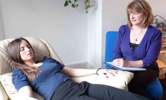 Можно ли лечить бессонницу гипнозом?
