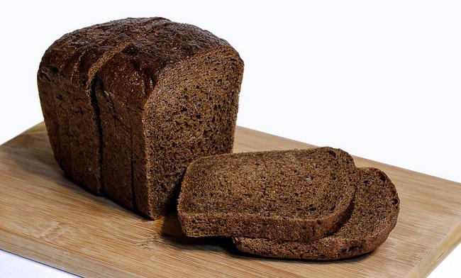 Можно ли кормящей маме есть черный хлеб (при ГВ)?