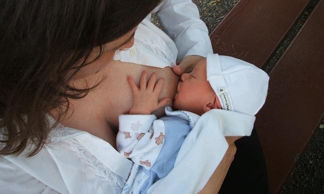 Что делать, если после родов обвисла грудь (Видео)