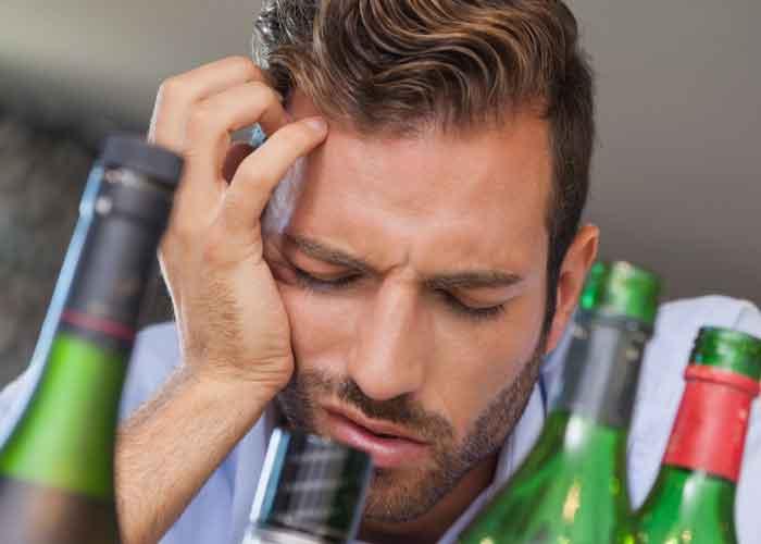 Как справиться с симптомами похмелья?