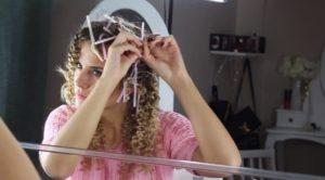 Крутим волосы на пластиковые трубочки