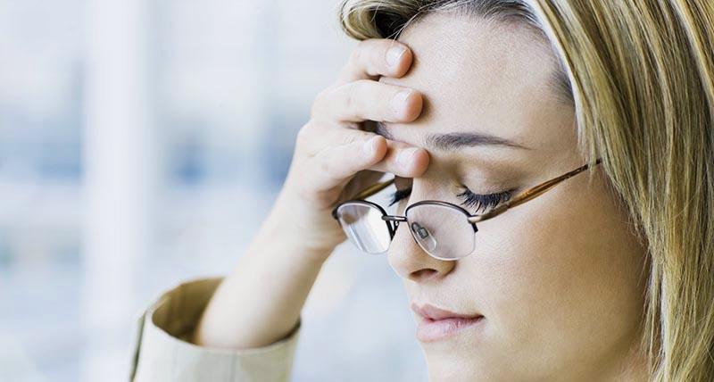Что провоцирует головную боль в одной точке?