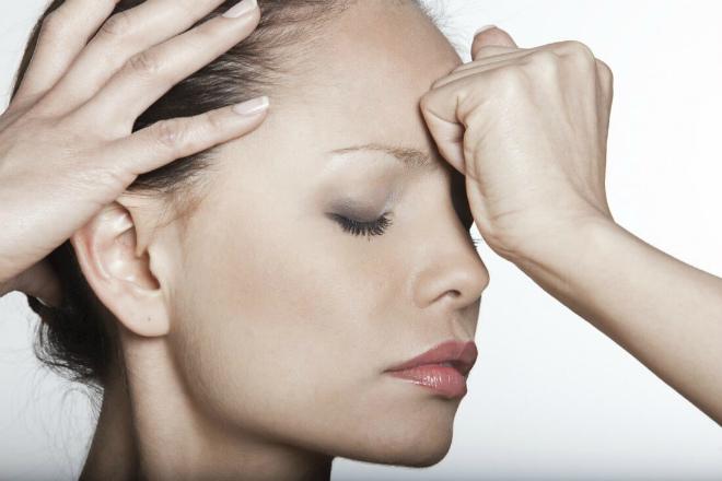 Почему может болеть переносица?