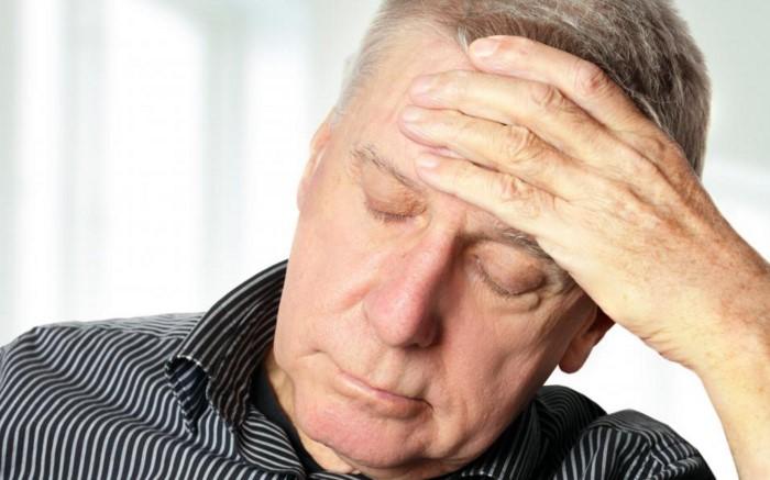 боль у пожилого человека