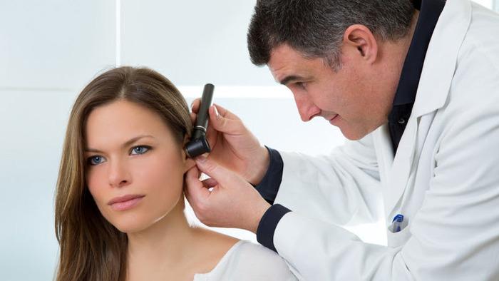 Почему возникает головная боль и закладывает уши?