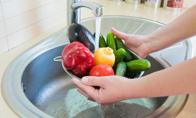Мытьё продуктов