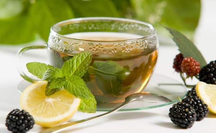 успокаивающий чай – из мелиссы, мяты и ромашки
